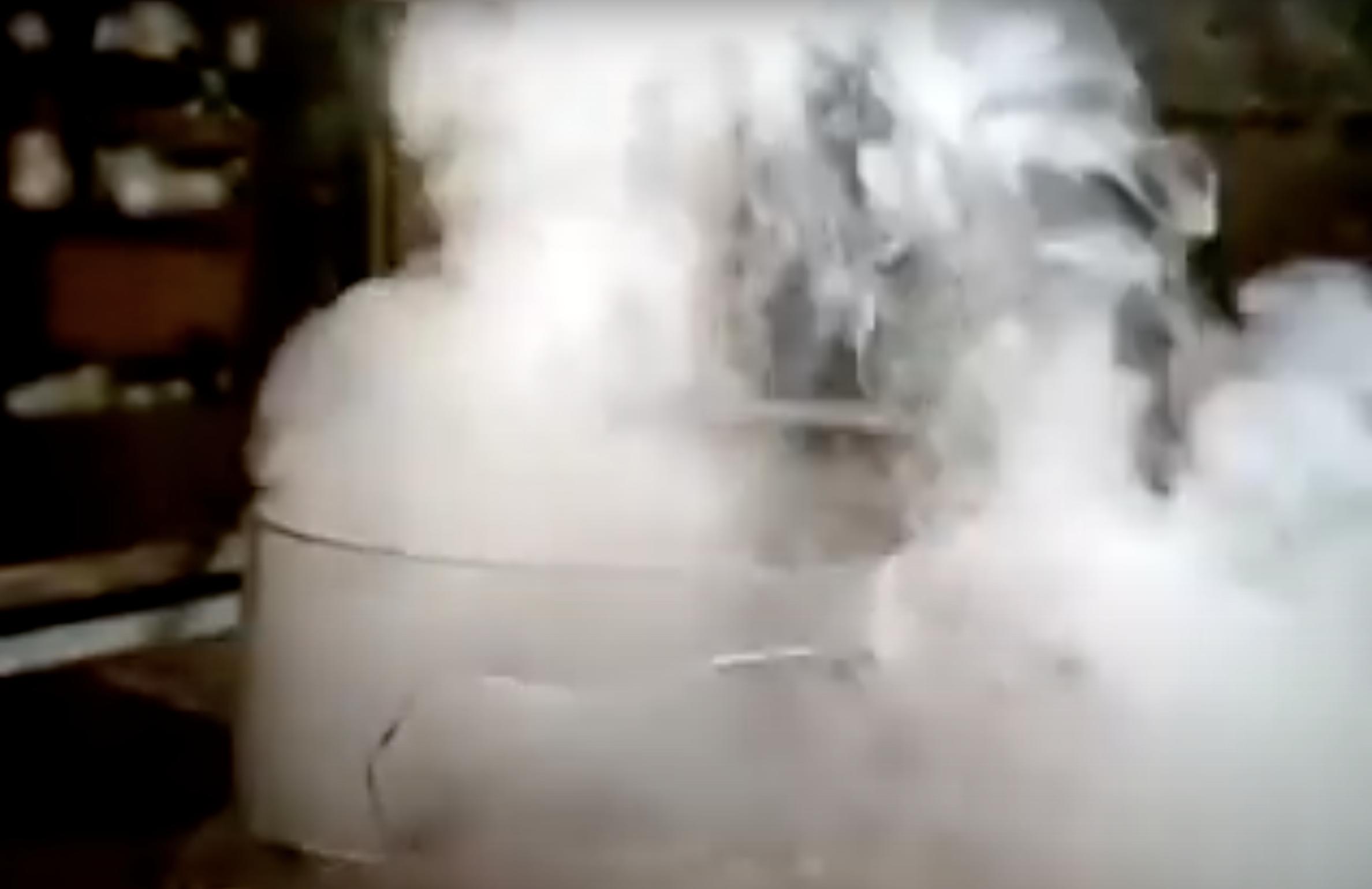 *English* Alkali metals in water (video)